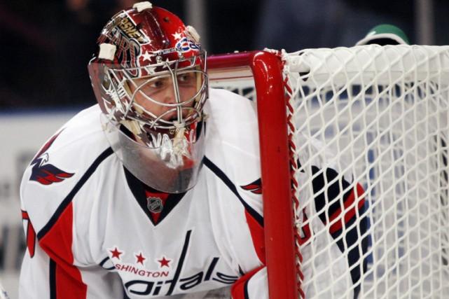 Simeon Varlamov a repoussé les 33 tirs dirigés... (Photo: Reuters)