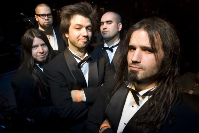 Mononc'Serge et le groupe Anonymus... (Photo: André Pichette, La Presse)