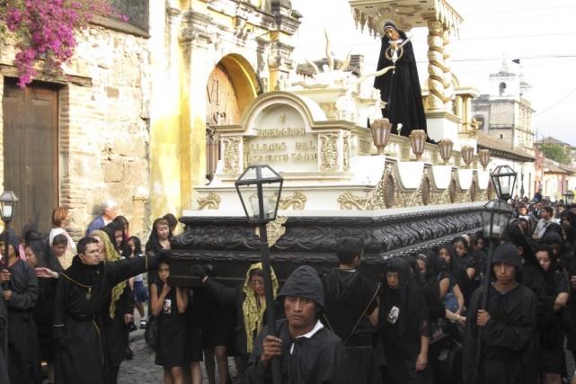 Le grand deuil du Samedi saint.... (Photo: Fabienne Couturier, La Presse)