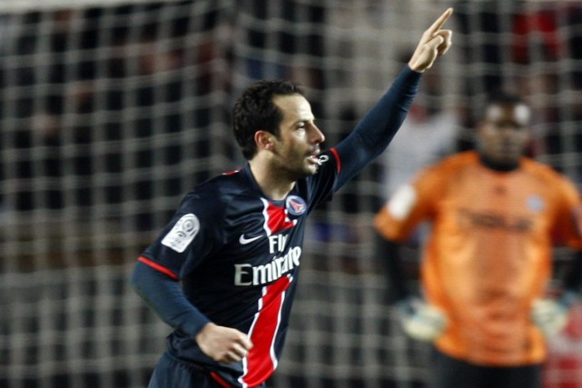 Ludovic Giuly (PSG)... (Photo: Reuters)