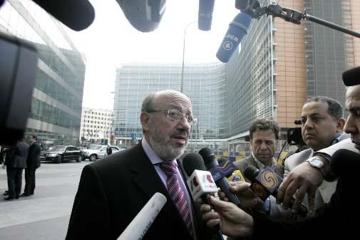 Le commissaire européen au Développement Louis Michel.... (Photo Virginia Mayo, AP)