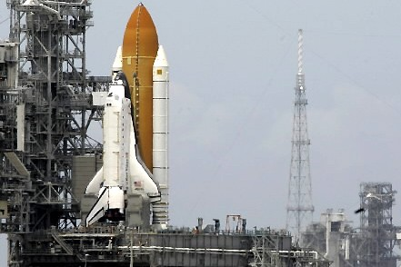 La navette Atlantis... (Photo: AP)