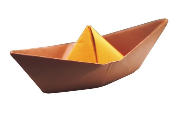 Un petit bateau fait d'une feuille de papier peut-il supporter une charge de...