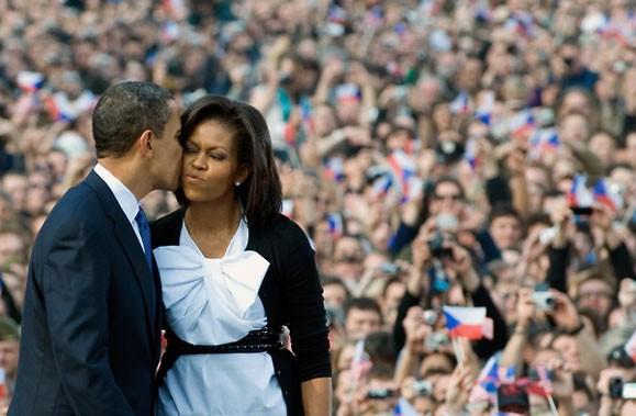 En choisissant de jouer la carte maman à fond, Michelle Obama est-elle en train... (Photo AFP)