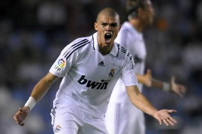 Pepe a donné plusieurs coups de pieds aux... (Photo: AFP)