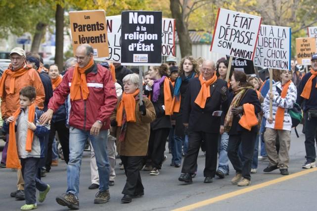 Des parents avaient manifesté contre le cours d'éthique... (Photo: Robert Skinner, Archives La Presse)