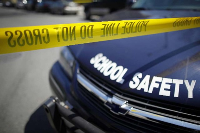 Trois personnes ont été tuées par balles samedi dans un théâtre proche de... (Photo Reuters)