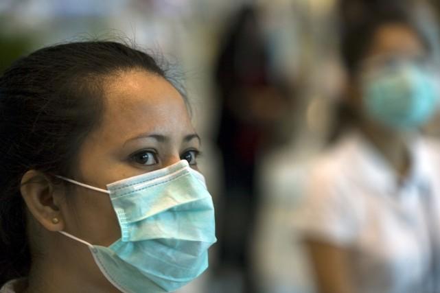 Le virus de l'influenza se transmet par de... (Photo Bloomberg News)