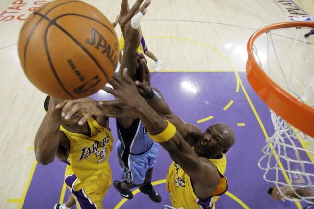 Lamar Odom et Trevor Ariza... (Photo: AP)