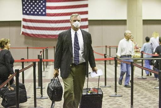Un voyageur américiain arrive dans un aéroport de... (Photo: AP)