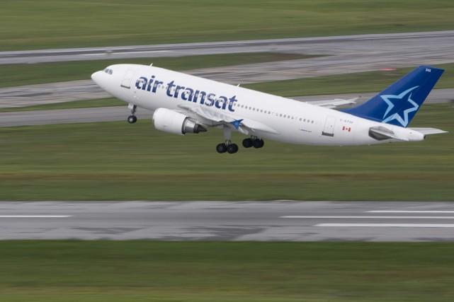 Le voyagiste Transat A.T. a annoncé mardi le report de tous ses vols vers le... (Photo: Patrick Sanfaçon, Archives La Presse)