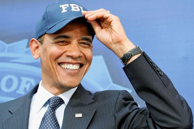 Le président Barack Obama, tout sourire pose fièrement... (Photo: Reuters)