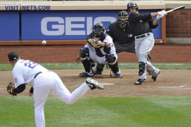 Cody Ross a frappé un simple de deux... (Photo: Reuters)