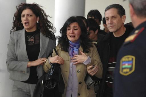 Des étudiants et des professeurs sont évacués.... (Photo: AP)