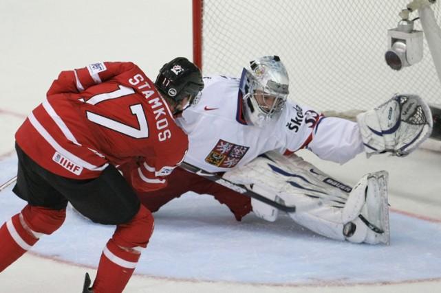 Steven Stamkos a déjoué le gardien tchèque Jakub... (Photo: AP)