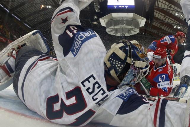 Le russe Alexander Radulov tente de déjouer le... (Photo: Reuters)