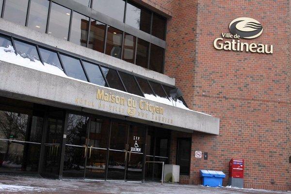 Les 15000 contrats rendus publics par le maire Marc Bureau, mardi, sont... (Archives, LeDroit)
