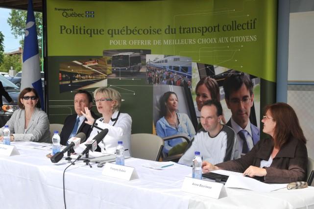 La ministre des Transports, Julie Boulet, faisait l'annonce... (Photo: Krystine Buisson)