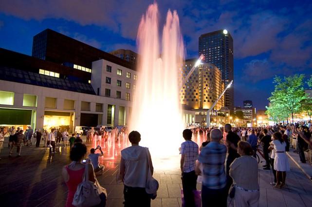La nouvelle place des Festivals du Quartier des... (Photo: Robert Skinner, La Presse)