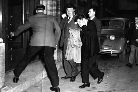 J.  Albert  Guay fait son entrée... (Photo: Archives La Presse)