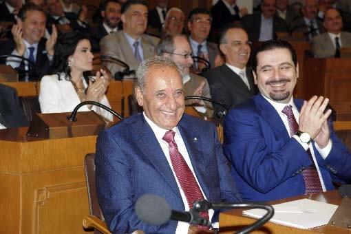 Les députés libanais applaudissent à l'annonce de la... (Photo Reuters)