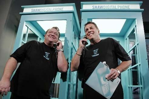 Le PDG de Shaw communications (à gauche), JimShaw,... (Photo fournie par Shaw Communications)