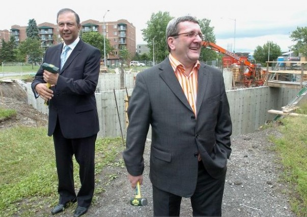 Le maire Régis Labeaume et le ministre Sam... (Le Soleil, Jean-Marie Villeneuve)