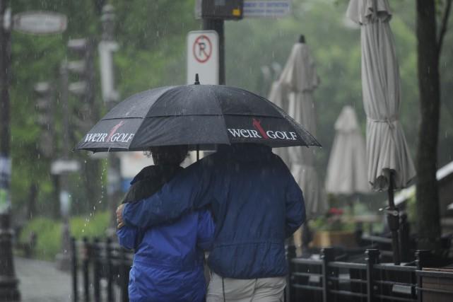 Nous nous plaignons de cet été gris, nous haïssons cette pluie abondante, nous... (Photo: La Presse)