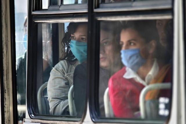 La grippe a h1n1 est contagieuse pendant plus d 39 une for Se portent pour saluer