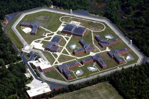 Vue aérienne de la prison de Standish au... (Photo: AP)
