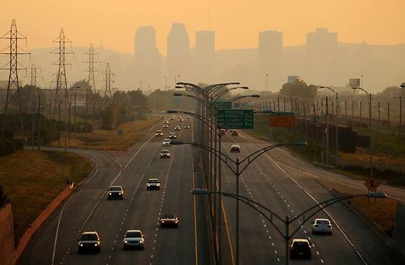 Montréal, plongé dans un épais smog, en 2009.... (Photo: Bernard Brault, La Presse)