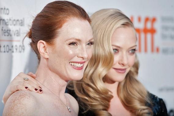 Julianne Moore et la jeune Amanda Seyfried (Mamma... (Reuters)
