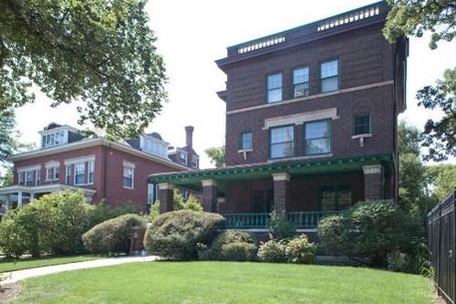maison vendre avec vue sur la cour des obama insolite. Black Bedroom Furniture Sets. Home Design Ideas
