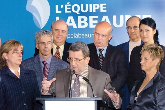 Le maire refuse de mettre ses engagements par... (Le Soleil, Jean-Marie Villeneuve)