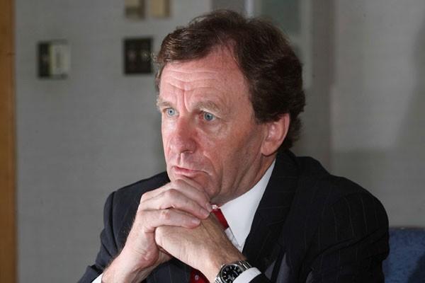 Le recteur de l'Université d'Ottawa Allan Rock entrouvre... (Archives Le Droit)