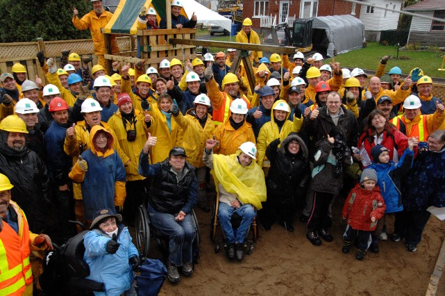 Des dizaines de travailleurs de la Ville de... (Photo: Sylvain Mayer)