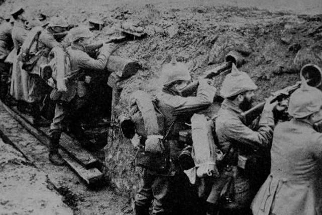 Des soldats allemands dans une tranchée en 1914.... (Photo: archives PC)