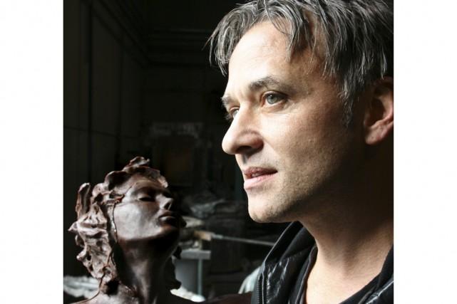 Le peintre et sculpteur André Desjardins, à la... (Photo: Pénélope Fortier, collaboration spéciale)