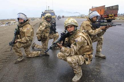 Des soldats britanniques postés à Bassora, en novembre... (Photo: AFP)