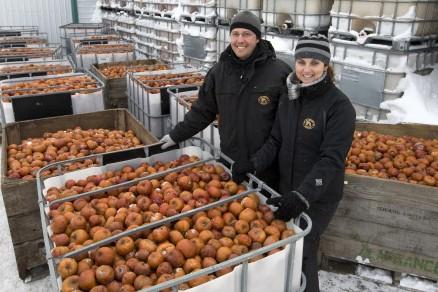 Julie Hubert et Éric Lafrance misent sur l'agrotourisme... (Photo: Robert Skinner, La Presse)
