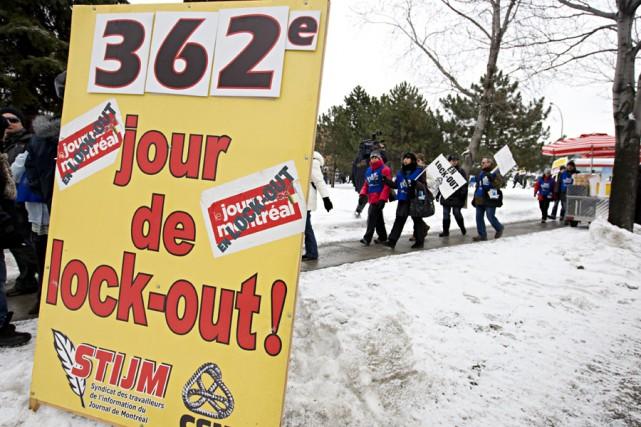 Piquetage devant l'édifice du Journal de Montréal.... (Photo: François Roy, La Presse)