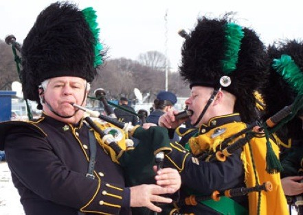 Des membres de la fanfare du service de... (Pipes & Drums of the Emerald Society)