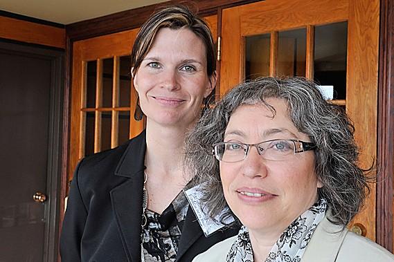 Marjolaine Verville et Gail Ouellette, cofondatrices du Regroupement... (Le Soleil, Steve Deschênes)