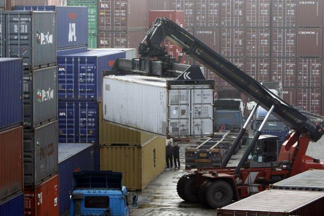 Le déficit commercial des États-Unis a enregistré une baisse surprise en mars,... (Photo Reuters)