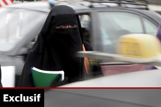 Contrairement au hijab, le niqab couvre la bouche.... (Photo: Archives AP)