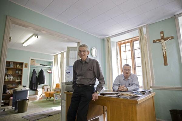 Le diacre Ron Boyer, à gauche, prétend qu'il... (Photo Ivanoh Demers, La Presse)