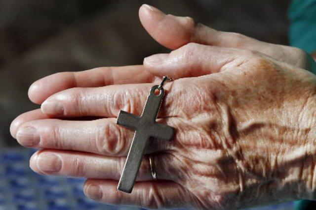 Deux prêtres catholiques du Nouveau-Brunswick n'ont désormais plus le droit... (Photo: AFP)