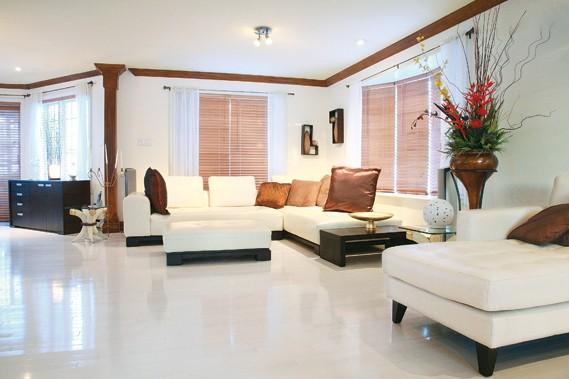 Oser le blanc au plancher laurie richard maison for Peindre plancher bois franc