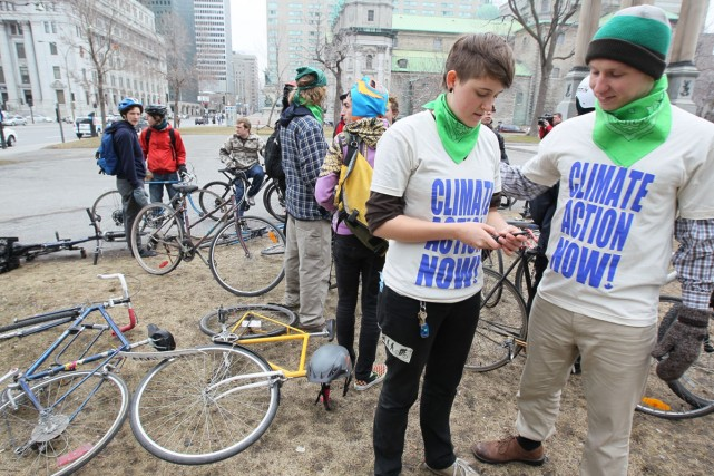 Les cyclistes protestent contre le projet de pipeline... (Photo: André Pichette, La Presse)