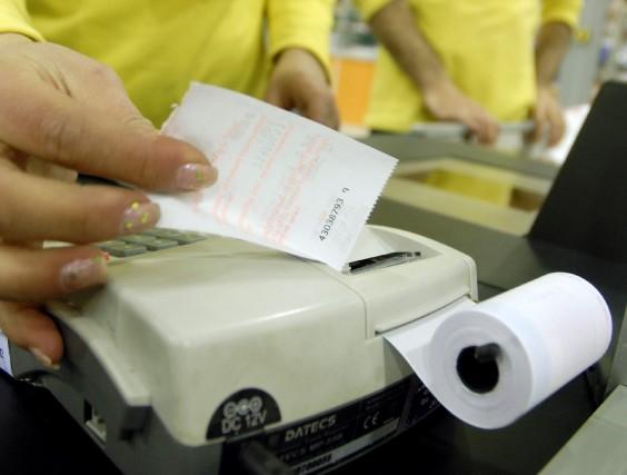 Au cours des quatre prochaines années, nos taxes... (PHOTO: ARCHIVES REUTERS)